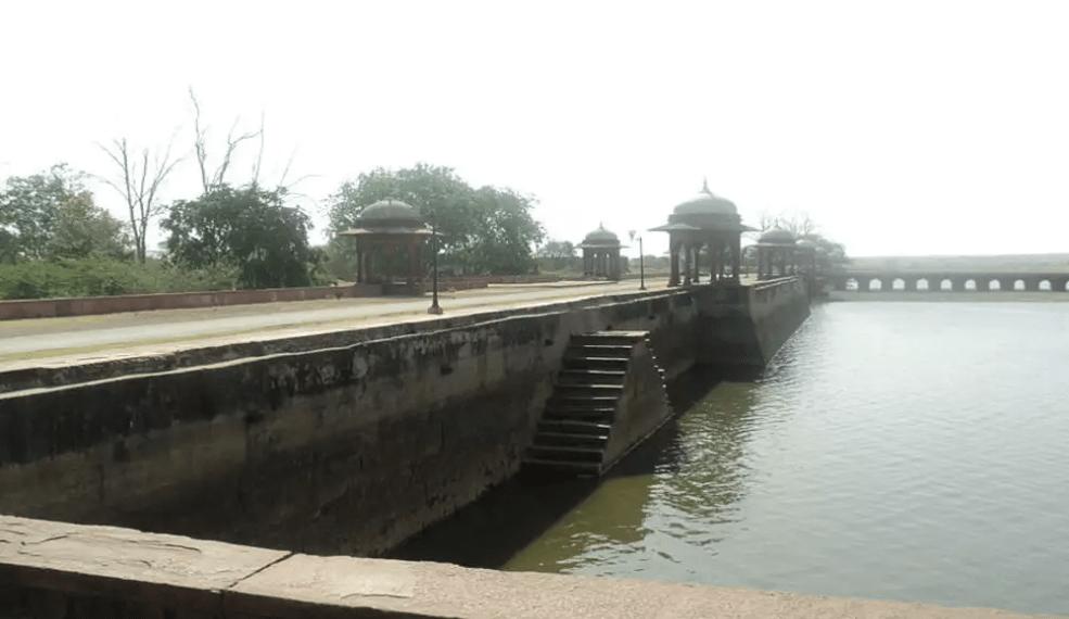 Khanpur Mahal & Talab E Shahi